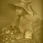PLP 547 Frau mit Blumenkorb H=13 B=11cm